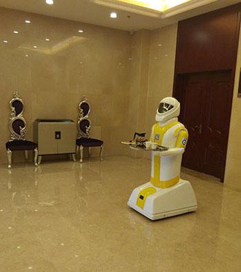 硅智送餐机器人进驻前程酒店